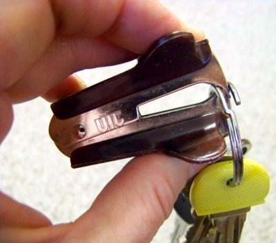 992147b3e2_1393253717_Gebruik-een-nietmachine-als-je-een-sleutel-aan-je-sleutelbos-wilt-doen__list-noup