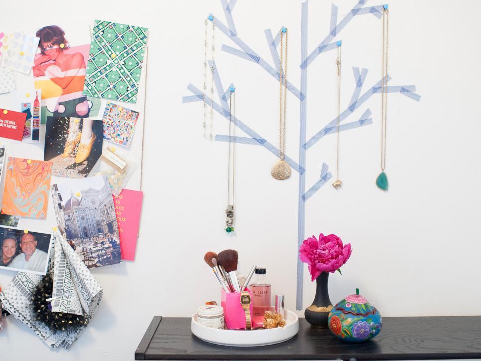 Original_Michelle-Edgemont-Dorm-Washi-Tape-jewelry-tree-wide_h.jpg.rend.hgtvcom.966.725