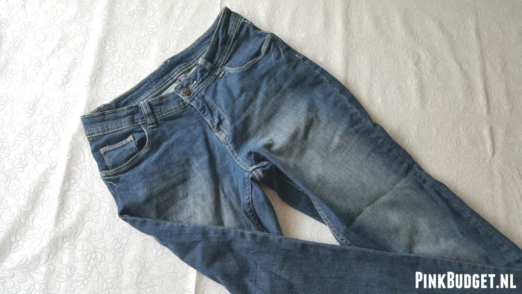 DIY Ripped Jeans 2